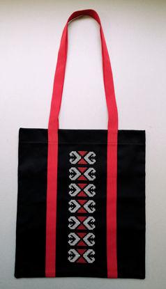 Poza cu Sacosa Motive Traditionale 2